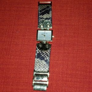 Michael Kors watch fit a size 7 wrist